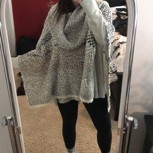 Other - Boutique Knitted Poncho